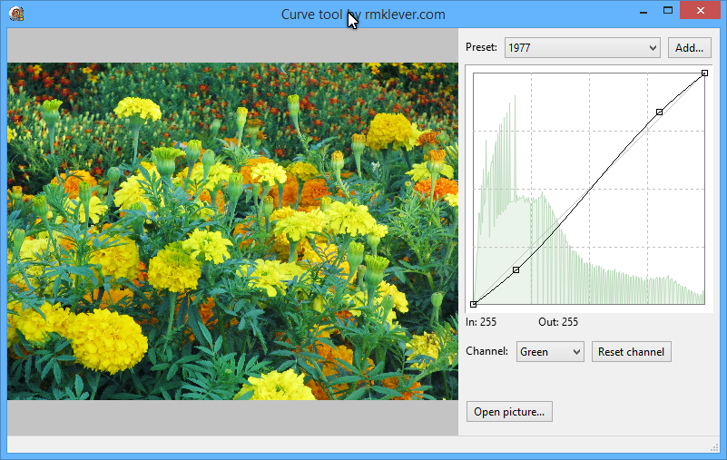 A image showing the Curves tool in action